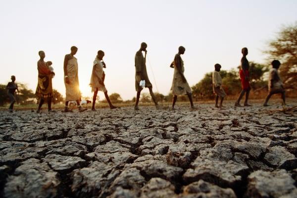 Victimes de la sécheresse quittant leur village à la recherche d'eau et de nourriture. Soudan du Sud. 1991. CC: ICRC / MEISSNER, URSULA
